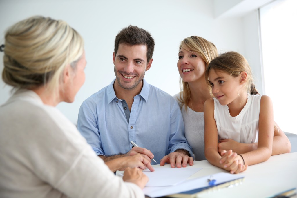 bigstock-Family-meeting-real-estate-age-55766201-min