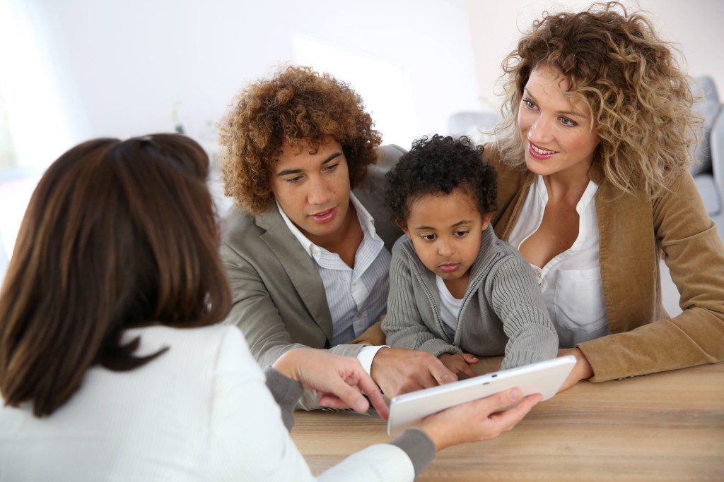 bigstock-Family-meeting-real-estate-age-58960913-min