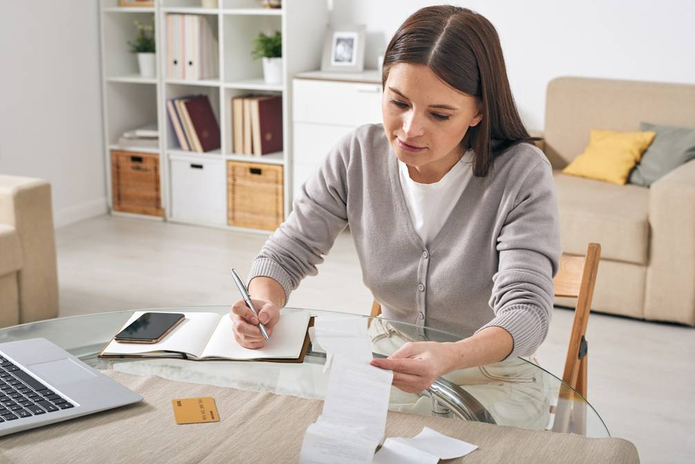 5 Ways to Cut Costs and Save For A Down Payment
